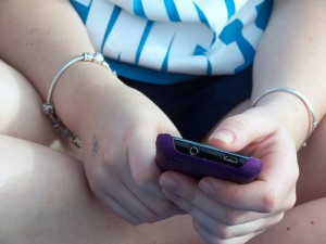 Texting teen by Summer Skyes II via Flickr